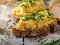 34 of the Best Egg Recipes -- Shown above: Scrambled eggs onrye Food C, Love Food, Healthy Foods To Eat, Healthy Recipes, Best Egg Recipes, Fluffy Scrambled Eggs, Perfect Eggs, Avocado Breakfast, Egg Toast