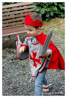 Tom of Warrick. Sewing Projects For Kids, Sewing For Kids, Diy For Kids, Costume Chevalier, Sewing Machine Drawing, Knight Costume, Medieval Party, Kids Dress Up, Homemade Costumes