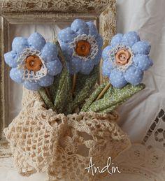 Květinka - levandulová vonička Jako dáreček nebo jen tak, sobě pro radost. Vhodné i na velikonoční dekorace Květ je ušit z bavlněné látky veselých jarních barev , stonek - špejle je zabalen do velkého listu. Střed květu tvoří háčkovaná krajka s dřevěným knoflíkem. Kvítek je plněn levnadulí, takže příjemné voní. Kvítek je vhodný jako zápich do ...