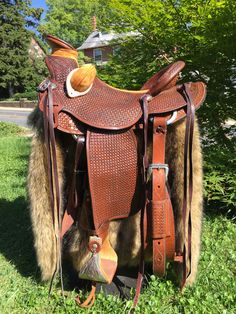 Wade - Dark oil saddle with mustard seat inlay, bucking rolls, & horn wrap. Western Horse Tack, Western Saddles, Wade Saddles, Bicycles For Sale, Saddle Shop, Penny Farthing, Saddle Leather, Custom Leather, Leather Working
