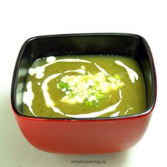 Chayote squash and poblano soup. A spicy soup that will bring you back to life in this freezing weather. Poblano Soup, Roasted Poblano Peppers, Stuffed Poblano Peppers, Stuffed Pepper Soup, Poblano Chile, Mexican Food Recipes, Veggie Recipes, Soup Recipes, Cooking Recipes