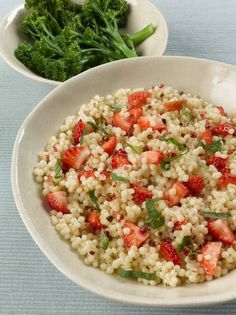 Clairejustineoxox: Viva! Strawberries, Pink Peppercorn and Mint Couscous...