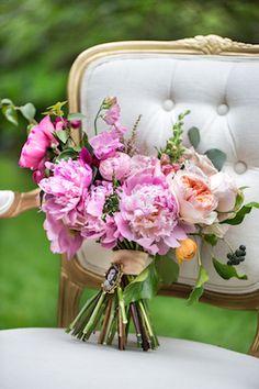 Garden bridal bouquet | Maru Photography | see more on: http://burnettsboards.com/2014/08/hidden-garden-bridal-inspiration/