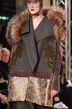 Antonio Marras at Milan Fashion Week Fall 2016 - Details Runway Photos Runway Fashion, High Fashion, Womens Fashion, Fall Fashion, Coats For Women, Clothes For Women, Tank Top Outfits, Antonio Marras, Fashion Details