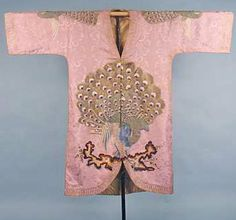 Augusta Auctions Silk jacket with kimono sleaves Embroidered Peacock, 1920s