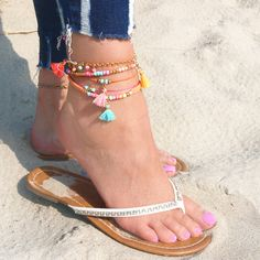 Colourful anklets with summery glass seed beads! Arm Candy Bracelets, Diy Bracelets Easy, Bracelet Crafts, Ankle Bracelets, Handmade Bracelets, Beaded Bracelets, Ankle Jewelry, Cute Jewelry, Beaded Jewelry