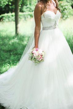 LOVE the sweetheart neck line and ballgown #bride| http://weddingdresscollectionhildegard.blogspot.com