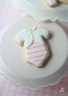 {Video} How to Pipe Basket Weave / Baby Carriage Cookies Iced Cookies, Cut Out Cookies, Cute Cookies, Royal Icing Cookies, Cupcake Cookies, Cookies Et Biscuits, Onesie Cookies, Flower Cookies, Heart Cookies
