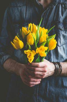 Little Flowers, My Flower, Flower Art, Hands Holding Flowers, Gift Card Template, Yellow Tulips, Beautiful Flower Arrangements, Foto Instagram, Flower Aesthetic