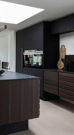 A masculine yet timeless kitchen in a private Danish home. Modern Kitchen Design, Interior Design Kitchen, Room Interior, Open Plan Kitchen Living Room, Timeless Kitchen, Bohemian Kitchen, Black Kitchens, Interior Design Inspiration, House Design