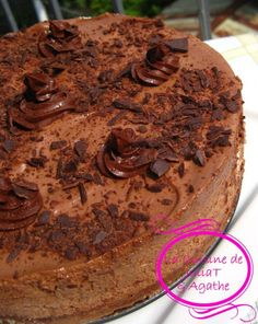 Open with chrom to translate: THE gâteau mousse au chocolat qui nous rend raide dingue! Mousse Dessert, Bon Dessert, Sweet Recipes, Cake Recipes, Dessert Recipes, No Cook Desserts, Delicious Desserts, Chocolate Desserts, Chocolate Cake