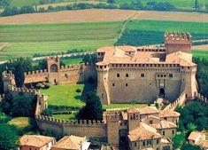 Un percorso insolito di visita al castello con passeggiata sulle mura
