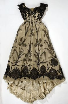 French silk dress, 1899  (also photo of dress with hat + fan if you prefer @ The Metmuseum)
