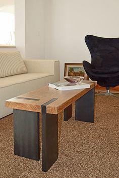 Decoração: mesa de centro e banco de madeira – Pam Faccin