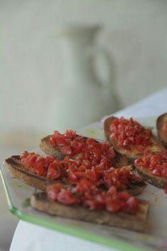 Bruschette di pomodoro ciliegino
