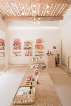 Bastide Luxury Beauty Brand Explores the Savoir Faire of Provence - Perfectly Provence - Care - Skin care , beauty ideas and skin care tips Boutique Interior, Spa Interior Design, Boutique Decor, Design Interiors, Beauty Salon Decor, Beauty Salon Design, Beauty Salon Interior, Beauty Studio, Modegeschäft Design