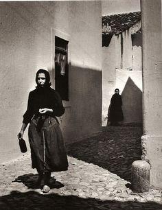Jean Dieuzaide - Rue de Nazaré, Portugal, 1954