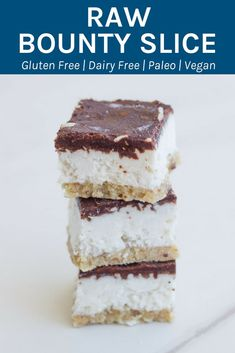 This raw bounty slice is super healthy and is gluten, dairy and refined sugar free. It is one seriously epic raw dessert and comes with a date free base. Healthy Sweets, Healthy Dessert Recipes, Healthy Baking, Raw Food Recipes, Sweet Recipes, Healthy Snacks, Dinner Healthy, Celery Recipes, Dinner Recipes