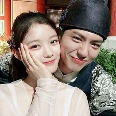Kim Yoo Jung and Park Bo-gum Kpop Couples, Cute Couples, Paros, Korean Actors, Korean Celebrities, Kim Yu-jeong, Kim Yoo Jung Park Bo Gum, Love In The Moonlight Kdrama, Moonlight Drawn By Clouds