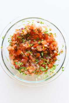 This Is How To Make All The Salsas On The Chipotle Menu Chipotle Menu, Chipotle Copycat Recipes, Chipotle Mexican Grill, Mexican Food Menu, Mexican Food Recipes, Ethnic Recipes, Tomato Salsa Recipe, Fresh Tomato Salsa, Green Chili Salsa
