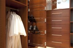 Opbergsysteem voor uw schoenen kunnen wij moeiteloos in uw kast integreren! | www.comfortinstijl.nl