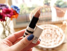 Could a metallic lip be the new beauty trend for AW14?  http://smallfishbigpondblog.com/2014/08/21/trying-out-a-new-trend-the-metallic-lip/
