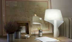 Lámpara modelo AIR de Ray Power, galardoanda con reddot design award 2010. La simplicidad y la armonía. Estas dos ideas se unen en la lámpara Air. Diseñador Ray Power golpea en el blanco con su creación simple, pero llamativo y etéreo. Una lámpara que parece que sentarse sin esfuerzo en cualquier rincón de la casa. - See more at: http://www.lzf-lamps.com/products/air-a/#sthash.8ovuQZua.dpuf