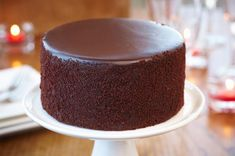 how to bake a cake with a flat top and other baking tips! i would love to learn how to bake cakes!!!.
