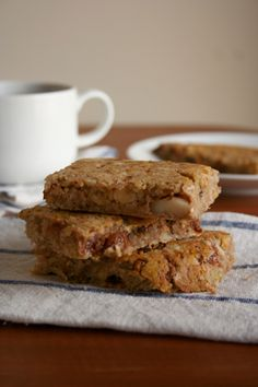 gluten free banana nut bars, perfect for a fast breakfast or healthy snack! #glutenfree