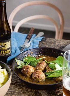Jeroen Meus maakt gehaktballen in stout met puree