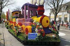 Spring Festivals Around The World Topiary Garden, Garden Trees, Topiaries, Garden Landscape Design, Garden Landscaping, Festivals Around The World, Sculpture, Hedges, Photography Tips