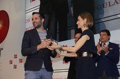 """La Reina entrega a Pedro Mañas el Premio """"El Barco de Vapor"""". Real Casa de Correos. Madrid, 21.04.2015"""