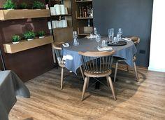 Ristorante Lampara (RN) - K-uno rovere Alaska #skema #italiandesign #pavimento #design #k-uno #flooring Modern Flooring, Dining Table, Alaska, Connect, Restaurants, Design, Furniture, Home Decor, Parquetry