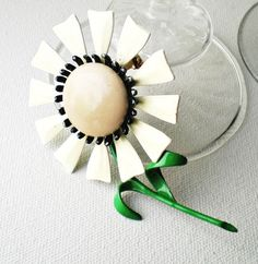 Zip and Ruth: vintage daisy brooch #18