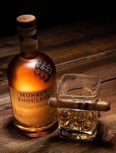 monkey shoulder whisky – Next Photography beverage photography session Monkey Shoulder Whisky – Nächste Fotografie-Fotografie-Sitzung This image has get Cigars And Whiskey, Whiskey Drinks, Wine Cocktails, Scotch Whiskey, Bourbon Whiskey, Cocktail Drinks, Fun Drinks, Whiskey Bottle, Beverages