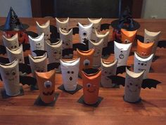 Halloween Craft DIY With Kids ToiletpaperRoll Filled Whit Candy Foto:M.G.M