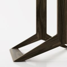 Wakeru table by Jonathan Rowell