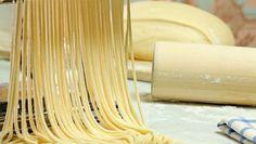 Vaječné cesto z krupicovej múky Pizza, Food, Buffets, Spinach Pasta, How To Make Noodles, How To Make Batter, Italian Pasta Sauces, Basil Pesto, Pasta Maker