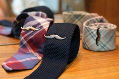 Pins moustache pour cravate