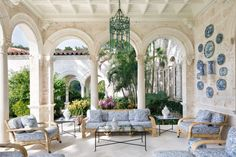 Blue & White in Palm Beach. The Glam Pad: Palm Beach Chic: By Jennifer Ash Rudick Beach Living, Outdoor Rooms, Beach Chic, Palm Beach Style, Enchanted Home, Palm Beach, Outdoor Spaces, Beach Interior, Beach House Decor