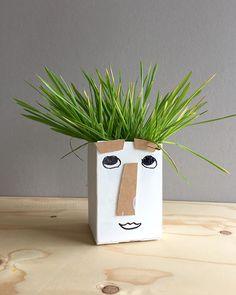 schaeresteipapier: Pflanzbehälter aus Milchkarton...anpflanzen, basteln, mit Kinder; funny milk carton planter