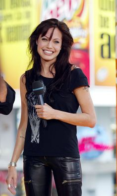 Pin for Later: The Ultimate TRL Time Machine Angelina Jolie flashed a big smile during her TRL appearance in Angelina Jolie Style, Brad And Angelina, Jolie Pitt, Girls Rules, Star Wars, Thing 1, Hollywood Celebrities, Brad Pitt, Woman Crush