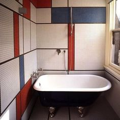 pinning this because of the black finish on the tub - thinking about doing that to mine. chrome feet? hmmm.