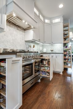 Plan everything from meals to storage space to streamline holiday cooking projects. These tips will help you organize your kitchen for the holidays. Kitchen Remodel, Decor Design, Storage Spaces, Home Trends, Kitchen, Organization Hacks, Kitchen Design Decor, Holiday Kitchen, Kitchen Design Diy