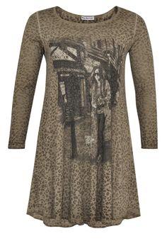 Bekijk op http://www.grotematenwebshop.nl/product/yoek-longsleeve-khaki/