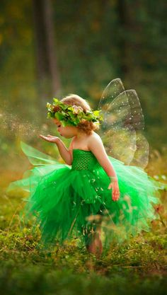 A little fairy. Precious Children, Beautiful Children, Beautiful Babies, Cute Baby Girl, Cute Babies, Fairy Pictures, Halloween Disfraces, Fairy Art, Magical Creatures
