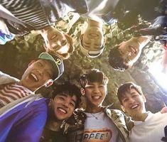 Las etiquetas más populares para esta imagen incluyen: Ikon, bobby, jinhwan, b.i y yunhyeong