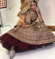 Bookmark These 25 Bridal Mehendi Lehengas Right Now! Indian Bridal Outfits, Indian Bridal Lehenga, Indian Bridal Fashion, Indian Bridal Wear, Indian Dresses, Bridal Dresses, Indian Wear, Indian Wedding Bride, Desi Bride