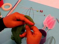 ▶ Fabrication d'une fleur de lis en collant - YouTube
