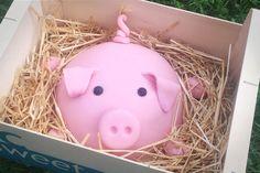 Schweinchentorte - Motivtorte Schweinchen - Motivtorte Ferkel Torte für Kindergeburtstag oder Silvester
